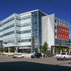 macewan-university-10-dai-dien